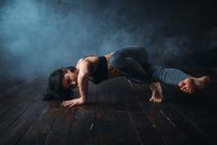 Bailarín de sexo femenino de la tolerancia, danza del contemp imagen de archivo