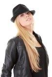 Bailarín de sexo femenino joven en sombrero negro Imágenes de archivo libres de regalías