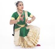 Bailarín de sexo femenino tradicional indio Foto de archivo