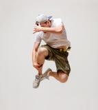 Bailarín de sexo masculino que salta en el aire Imágenes de archivo libres de regalías