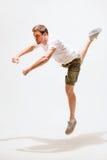 Bailarín de sexo masculino que salta en el aire Fotos de archivo libres de regalías