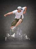 Bailarín de sexo masculino que salta en el aire Imagen de archivo