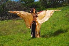 Bailarín de vientre con las alas foto de archivo
