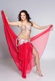 Bailarín de vientre hermoso en el movimiento Fotos de archivo libres de regalías