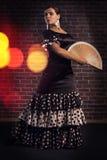 Bailarín del flamenco con la fan española de la mano Fotos de archivo libres de regalías
