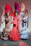 Bailarín del flamenco de bastante tres jóvenes en vestido hermoso fotografía de archivo libre de regalías