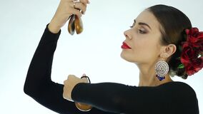 Bailarín del flamenco del primer en un fondo ligero Cámara lenta almacen de video