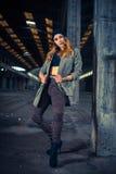 Bailarín del hip-hop en un pasillo industrial abandonado Fotos de archivo libres de regalías
