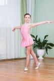 Bailarín en una clase de danza Fotografía de archivo libre de regalías