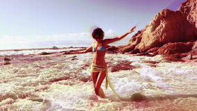 Bailarín hermoso de la playa almacen de video