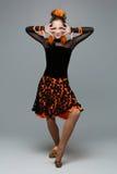 Bailarín hermoso del salón de baile en vestido de la salsa Imagenes de archivo