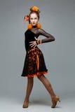 Bailarín hermoso del salón de baile en vestido de la salsa Fotos de archivo