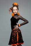 Bailarín hermoso del salón de baile en vestido de la salsa Foto de archivo libre de regalías
