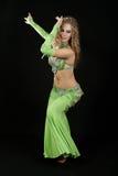 Bailarín hermoso en traje del este. Imagenes de archivo