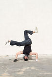 Bailarín joven del salto de la cadera Imágenes de archivo libres de regalías