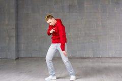 Bailarín joven experto en el movimiento Fotografía de archivo libre de regalías