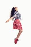 Bailarín moderno de la muchacha del estilo que presenta en fondo del estudio Fotos de archivo