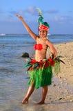 Bailarín polinesio joven de la mujer de Tahitian de la isla del Pacífico foto de archivo
