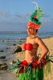Bailarín polinesio joven de la mujer de Tahitian de la isla del Pacífico imagen de archivo libre de regalías