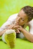 Bailarín que ejercita en pointe Foto de archivo libre de regalías