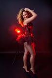 Bailarín rubio burlesco en vestido corto Imágenes de archivo libres de regalías