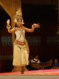 Bailarín a solas de Apsara Imagenes de archivo