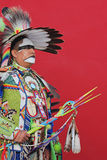 Bailarín tradicional - pared roja Foto de archivo