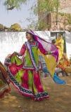 Bailarín tribal en la acción Foto de archivo