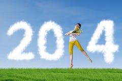 Bailarín Woman con 2014 nubes del Año Nuevo Foto de archivo libre de regalías