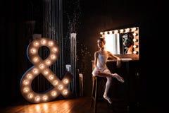Bailarina adolescente en el estudio Imagenes de archivo