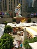 Bailarina asentada de Jeff Koons, centro de Rockefeller, New York City, NYC, NY, los E.E.U.U. Fotografía de archivo