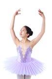 Bailarina asiática joven con los apoyos en actitud de la danza Imagen de archivo