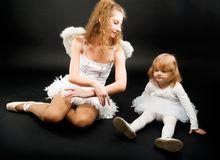 Dos bailarinas bonitas que se relajan Imágenes de archivo libres de regalías