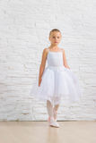 Bailarina bonito pequena ballet fotografia de stock