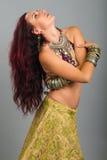 Bailarina de la danza del vientre hermosa joven Fotografía de archivo libre de regalías