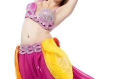 Bailarina de la danza del vientre que se realiza, tradición árabe. Fotos de archivo libres de regalías