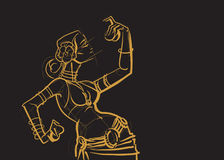 Bailarina de la danza del vientre tribal con los platillos que llevan a cabo p impresionante expresivo Foto de archivo libre de regalías