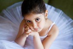 Bailarina de la niña en el tutú blanco imágenes de archivo libres de regalías