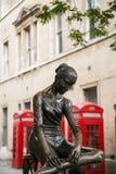 Bailarina en la calle de Londres Imagen de archivo