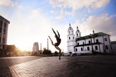 Bailarina en la ciudad grande Fotos de archivo