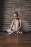Bailarina hermosa de la mujer joven Foto de archivo