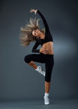 A bailarina maravilhosa está dançando graciosa fotos de stock royalty free