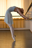 Bailarina na classe do bailado Imagens de Stock Royalty Free