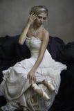 Bailarina nupcial rubia hermosa foto de archivo