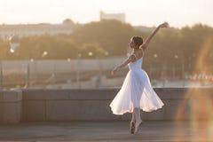 Bailarina que baila en el centro de Moscú Fotografía de archivo