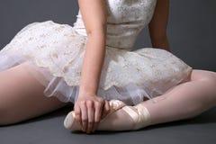 Bailarina que sienta #1 Foto de archivo