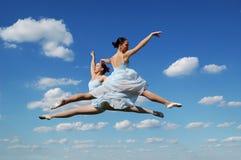 Bailarinas durante la ejecución Fotos de archivo libres de regalías