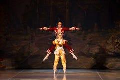 Bailarinas jovenes de los bailarines en la danza clásica de la clase, ballet imagenes de archivo