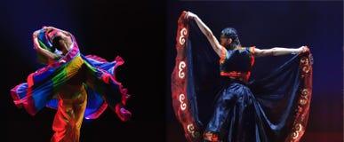Bailarines étnicos chinos Fotos de archivo