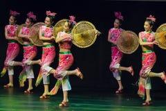 Bailarines chinos. Compañía del arte de Zhuhai Han Sheng. Imagen de archivo